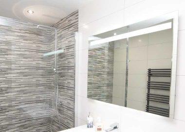 la pose de faïence dans la salle de bain, la balnéo ou le hammam ... - Calepinage Salle De Bain